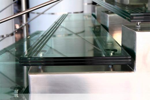 Купить стеклянную лестницу из стекла на заказ в Москве по выгодной цене